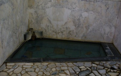 「一乃湯」は、古式風呂の中でも電気を使わずに直接源泉を注いでいるお風呂。停電になっても入れるそう。