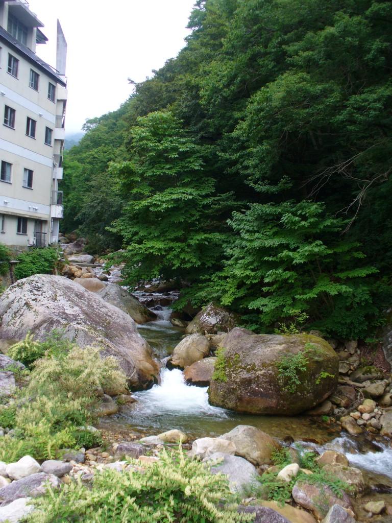 増富ラジウム温泉郷の一風景