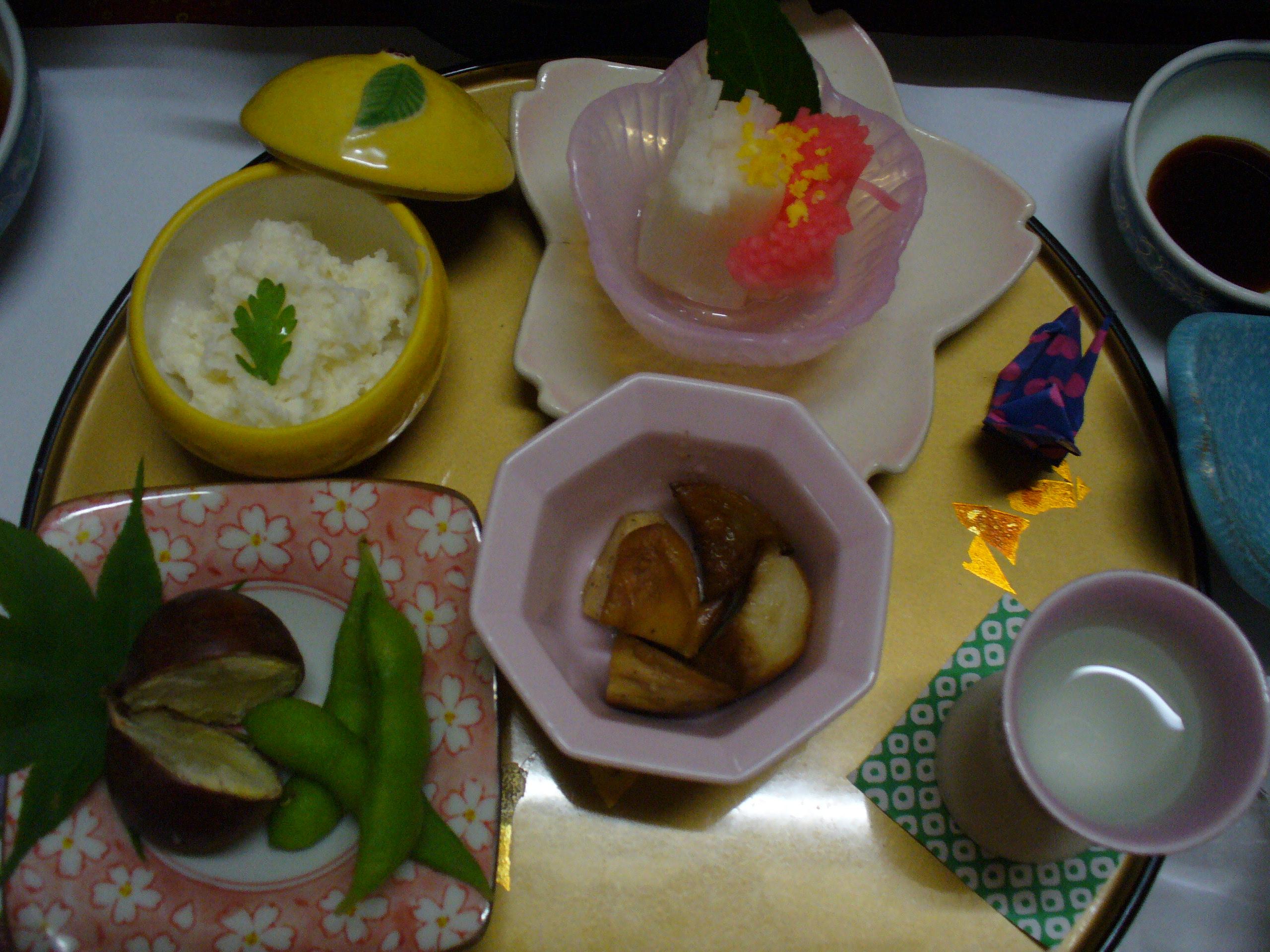 手のこんだ前菜たち。折り紙の鶴が可愛い♪
