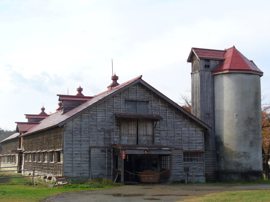 現在も使われている、昭和ヒトケタ世代の牛舎。