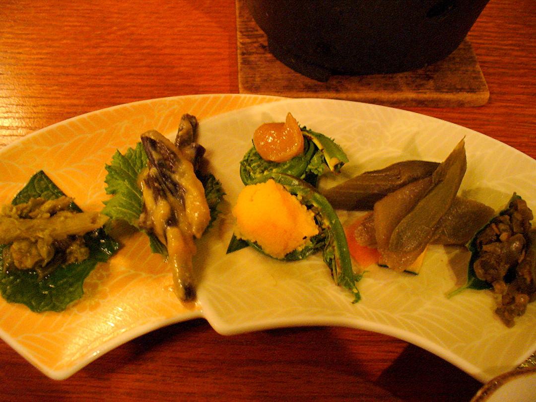 ふきのとう、うど、こごみ、わらび……と山菜三昧の先付。