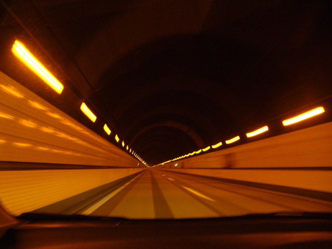 トンネルのなか……