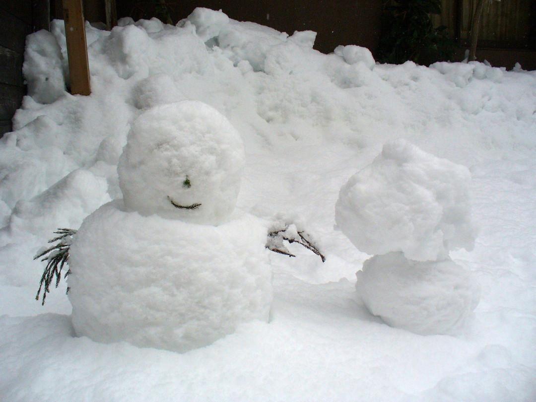 玄関脇の雪だるまさん。