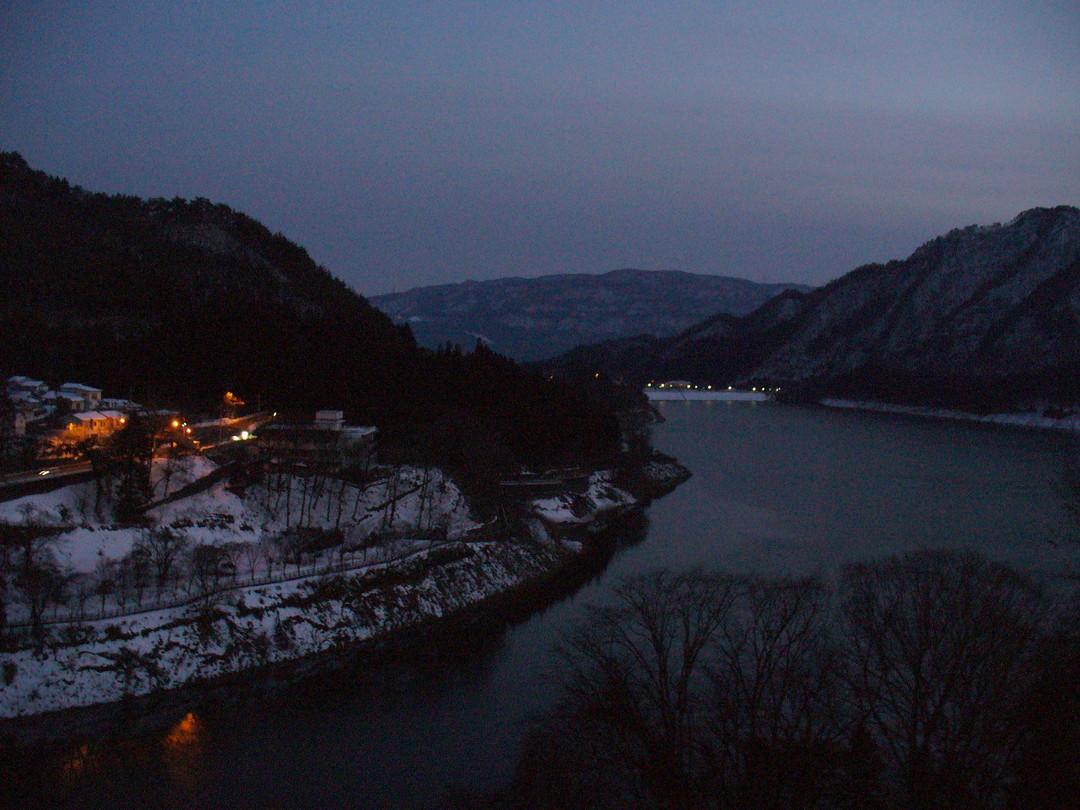 暮れていく赤谷湖畔……。