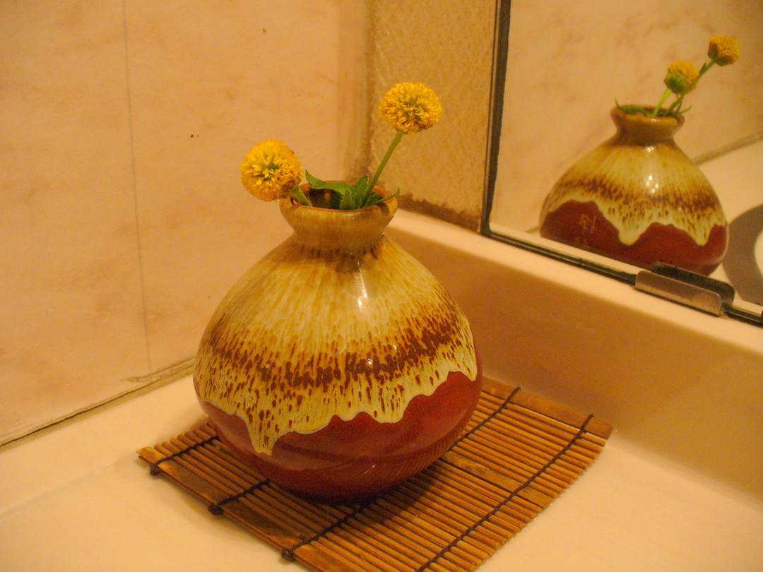 お風呂場の洗面所にそっと飾られているお花がかわいい♪