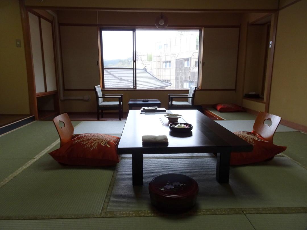 きれいに整えられた広い和室。