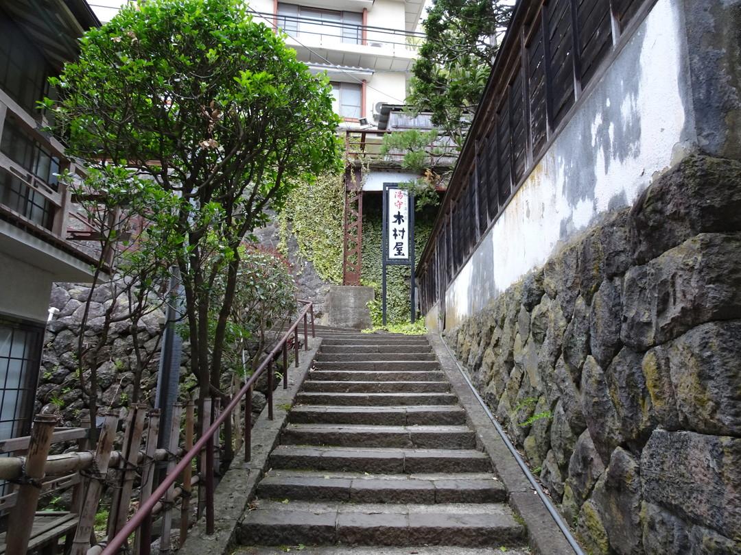 木村屋さんへ至る道。階段をのんびりのぼります♪