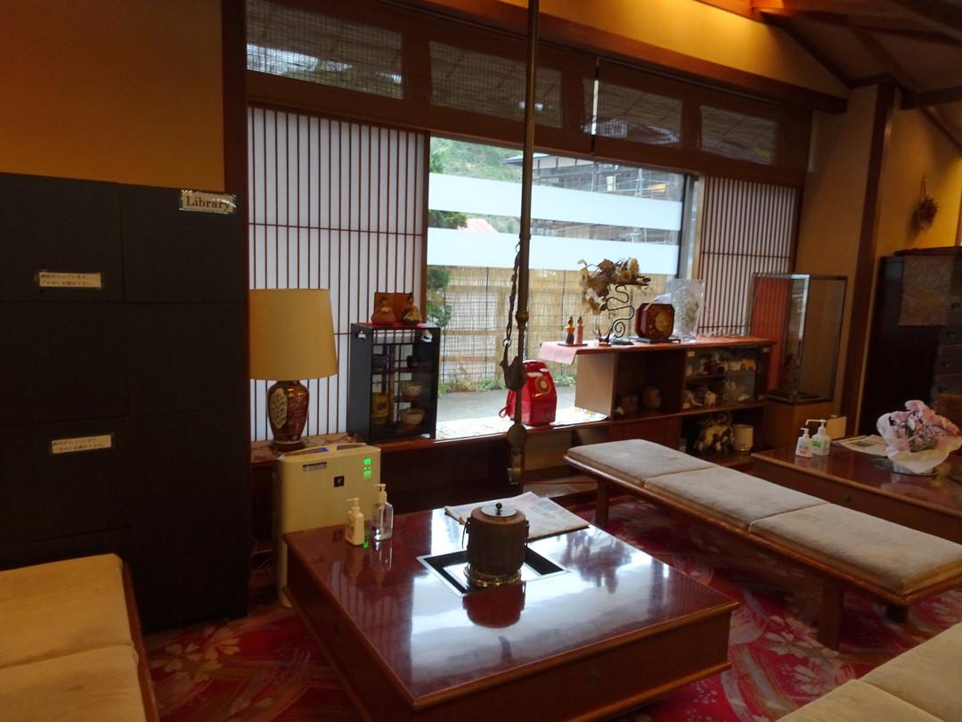 木村屋さんの、静かなあたたかいロビーです。