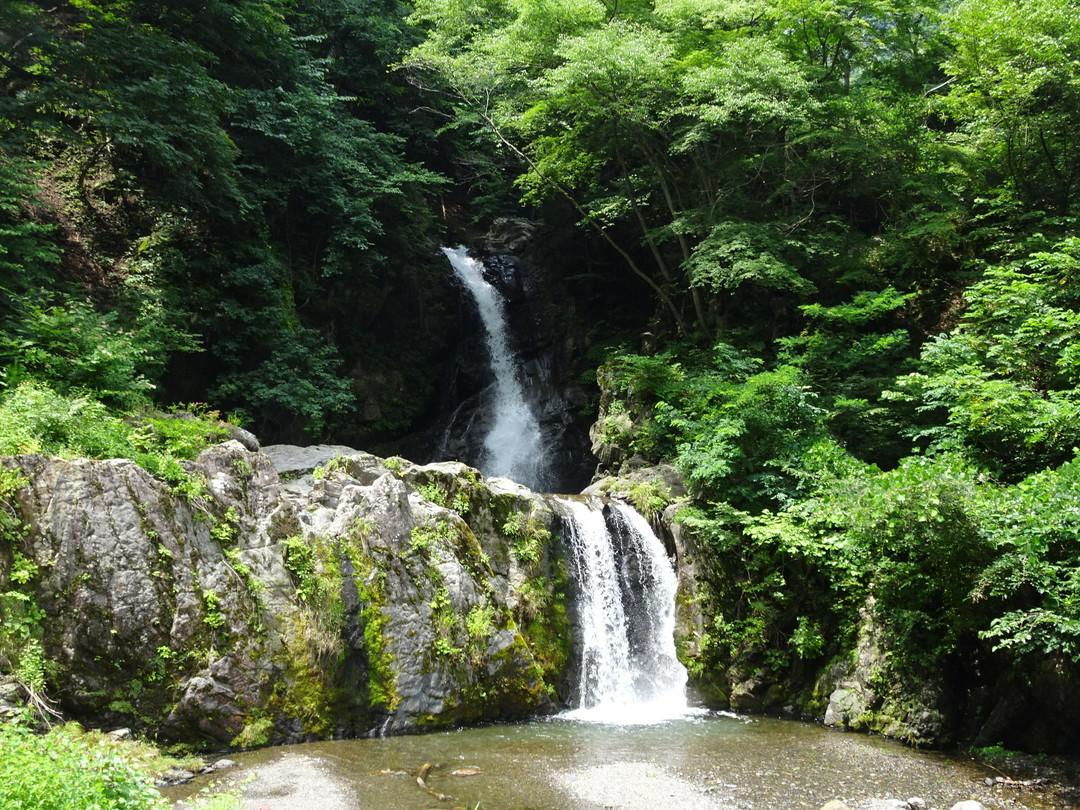 大蛇が棲むと言われる、龍神の滝。