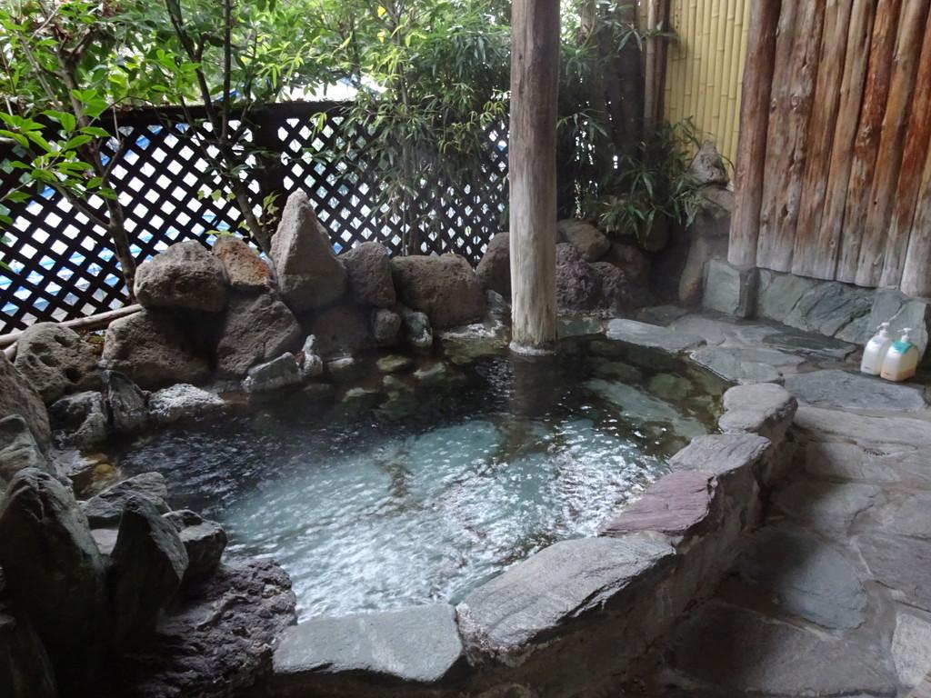 こちらは貸し切りの露天風呂。40分間無料で入れます(要予約)♪