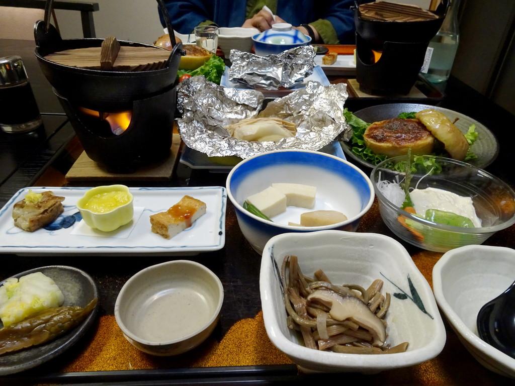 これは初日の夕ご飯♪ お鍋は、けんちん鍋(野菜)でした♪