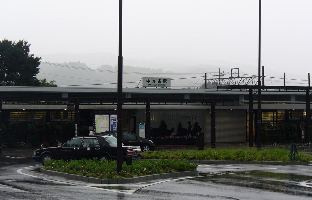 雨の中之条駅。