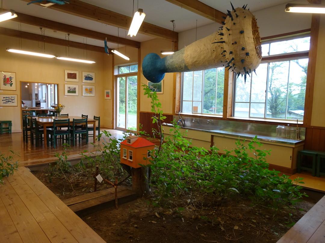 「Hachi Cafe」は、小学校から生まれ変わった美術館のなかにあります♪
