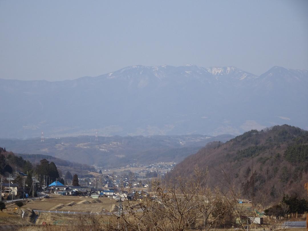 春に向かう佐久・春日温泉地区の景色、そして雄大な山々。