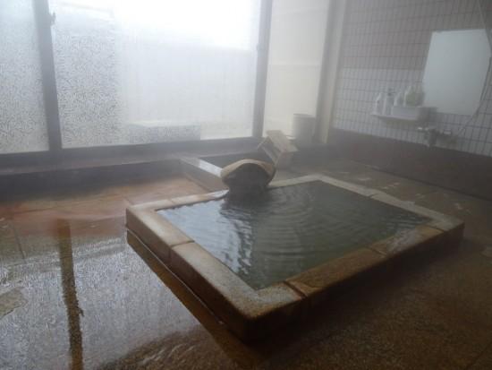 お気に入りの小さな貸切風呂。ちなみに備え付けは、環境に配慮した石けんシャンプーです♪