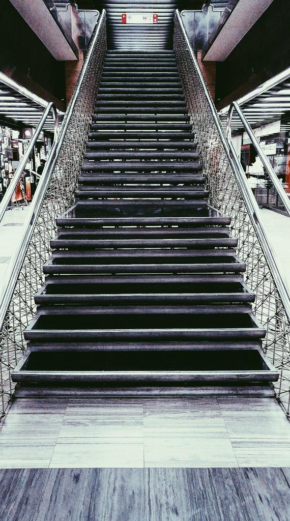 パレスサイドビルの名もなき階段