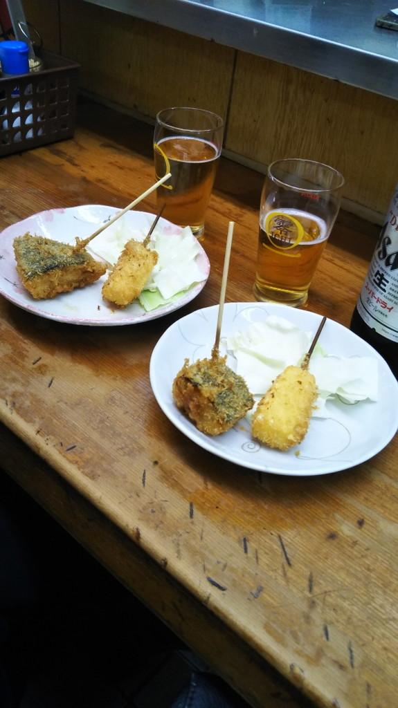 関東の人によく「串揚げ」って言われる でも串カツ。肉だけじゃなく野菜もチーズも皆「串カツ」